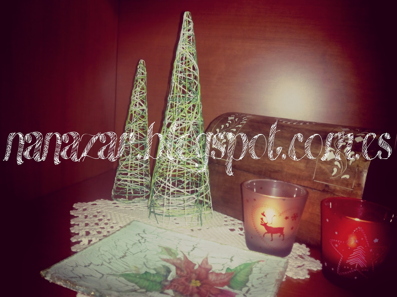arbol navidad con hilos y cola blanca